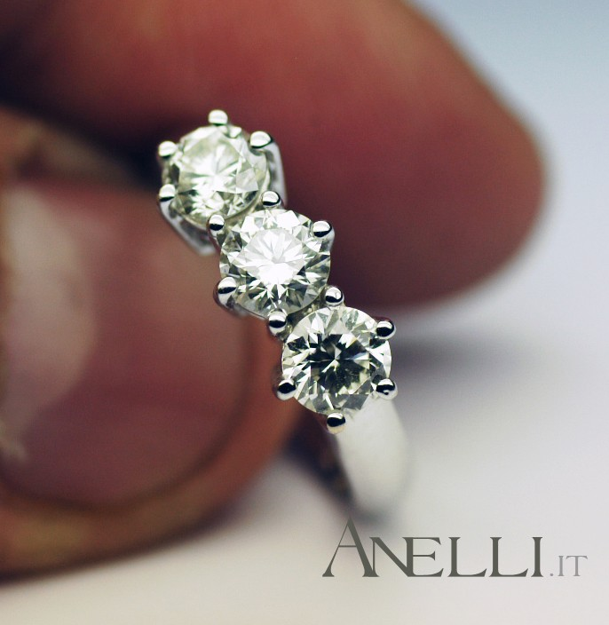 Anello trilogy 0,84 carati Diamanti colore F