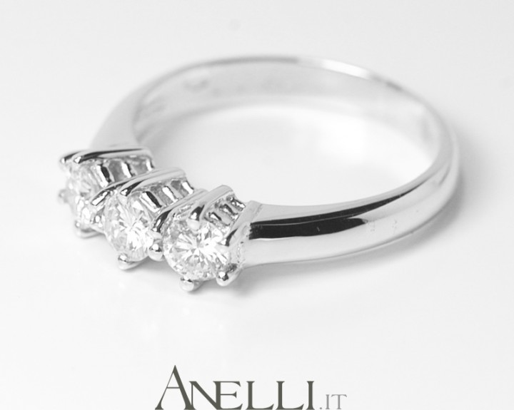 Anello trilogy 0,66 carati (G-VS1)