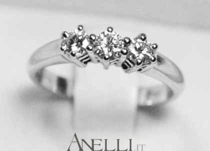 Anello trilogy 0,30 carati (F-VS1)